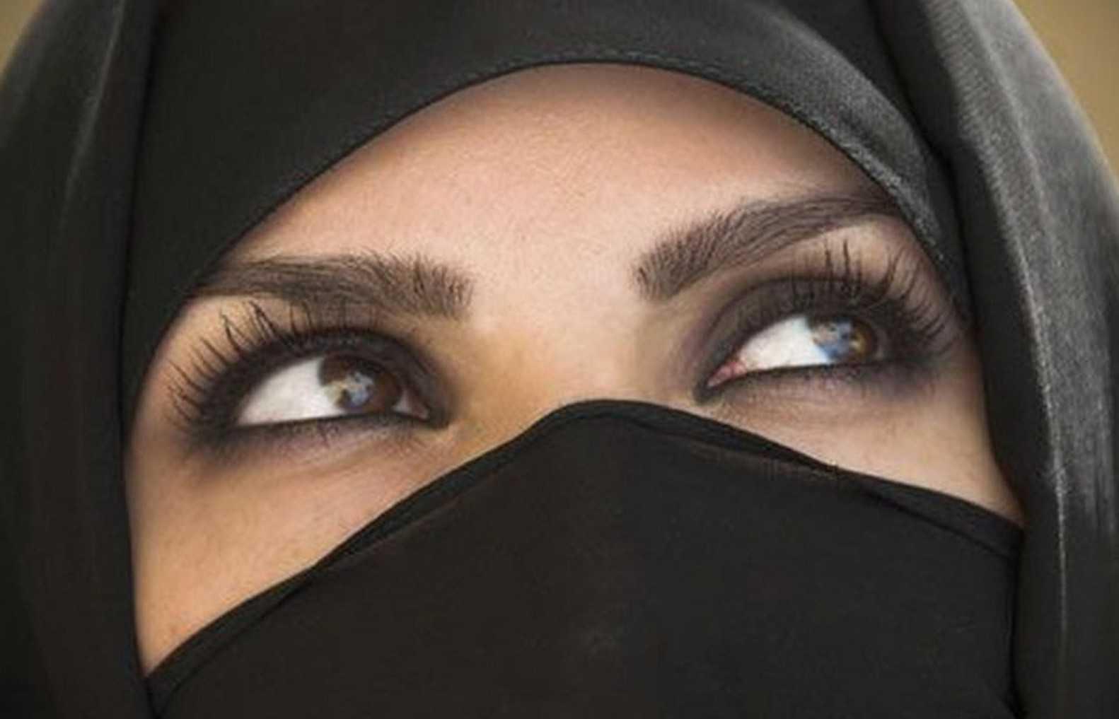 Смотреть как арабский шейх трахается с маленькой девочкой 23 фотография