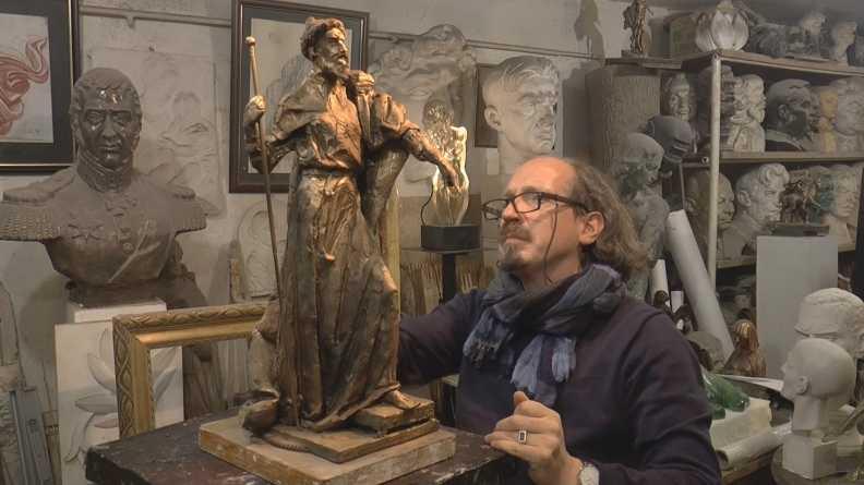Фото: www.fond-svetoslav.ru Скульптор Василий Селиванов и макет памятника Ивана Грозного, который может появиться в Александрове