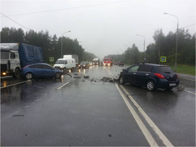 5 человек пострадали при столкновении 3-х легковых автомобилей воВладимирской области