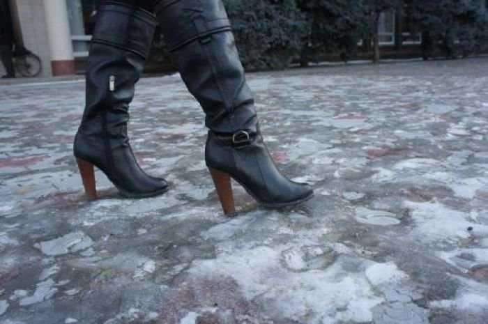 Метеорологи предупредили осильном гололеде в российской столице иЦФО