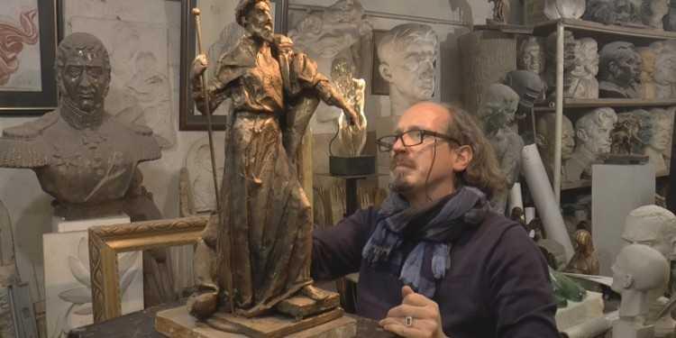 ВАлександров из столицы доставили трехметровый монумент Ивану Грозному