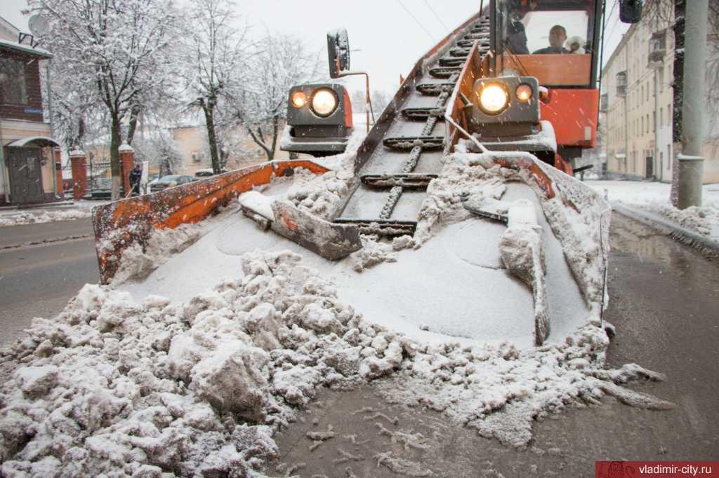 Трактор садовый с уборкой снега