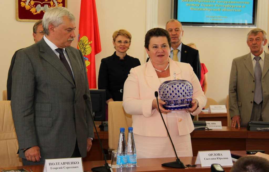 Светлана Орлова и Георгий Полтавченко во время встречи в рамках дней Санкт-Петербурга во Владимирской области в 2013 году.