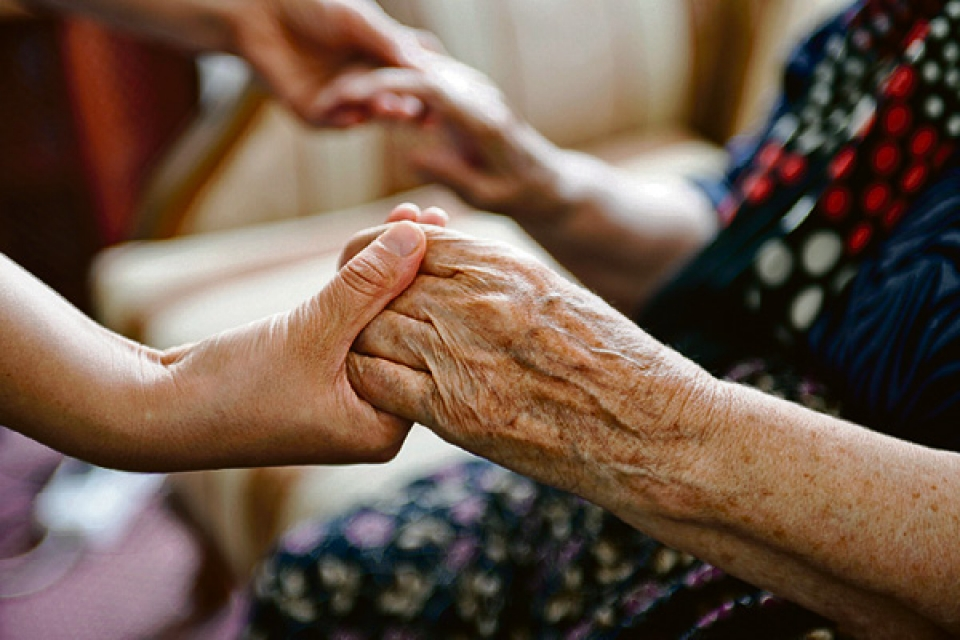 Картинки социальный работник и пожилой человек