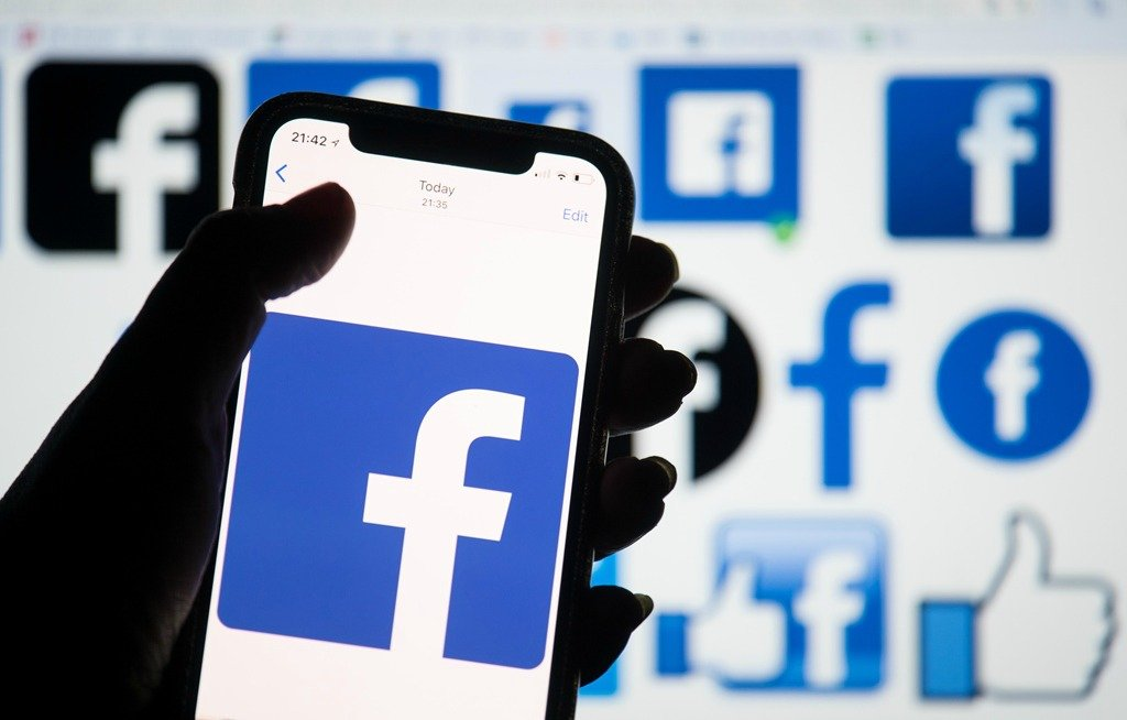 Facebook убирает лайки
