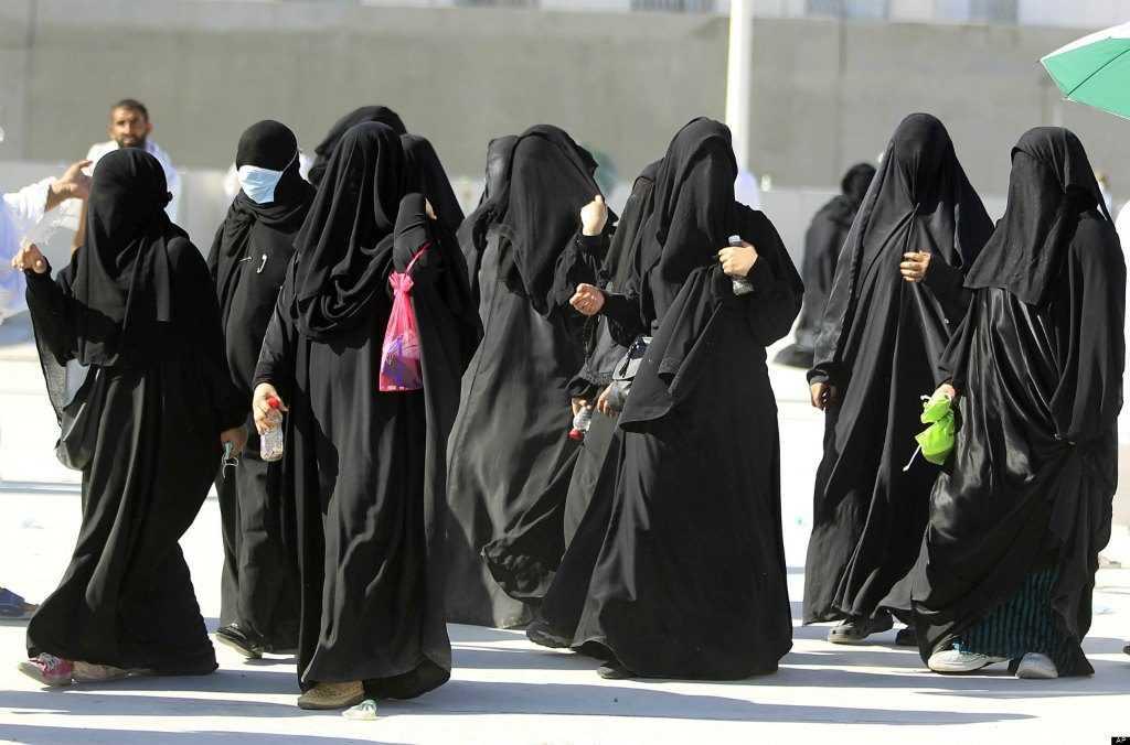 Мусульманки в закрытой одежде