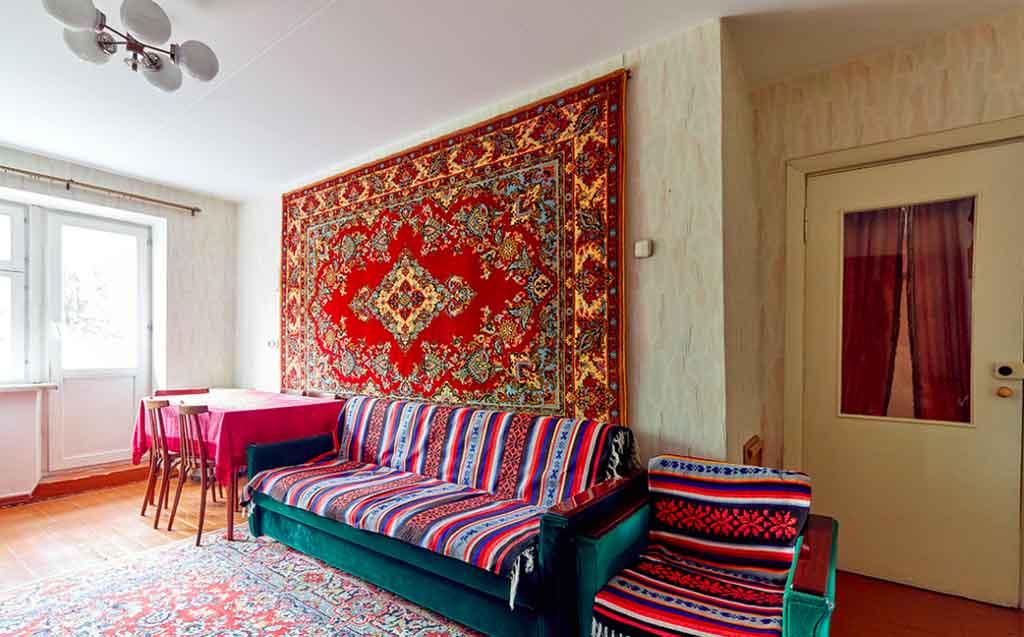 ковры СССР вместо обоев