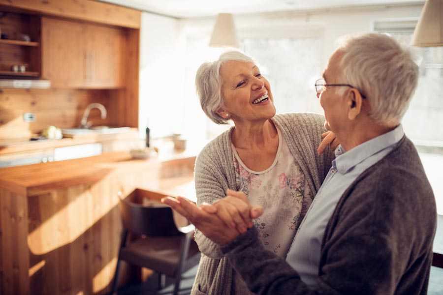 Плюсы и минусы отношений в пожилом возрасте