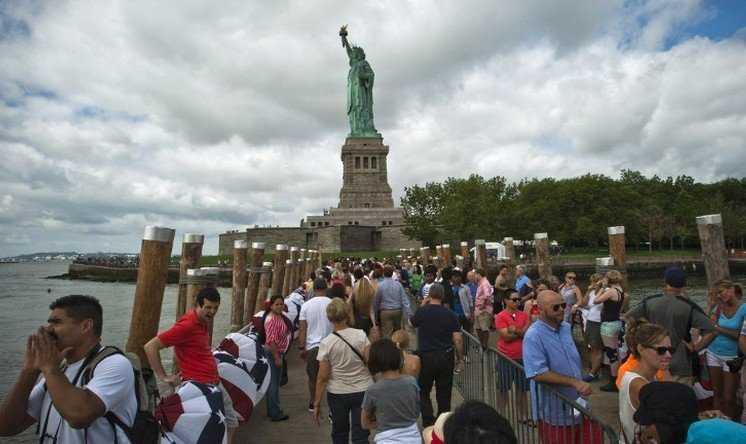 Статуя Свободы для туристов