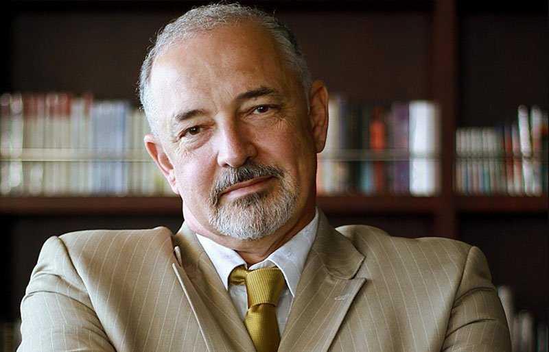 В 2013 году Артем Тарасов был назван самым богатым человеком в РФ