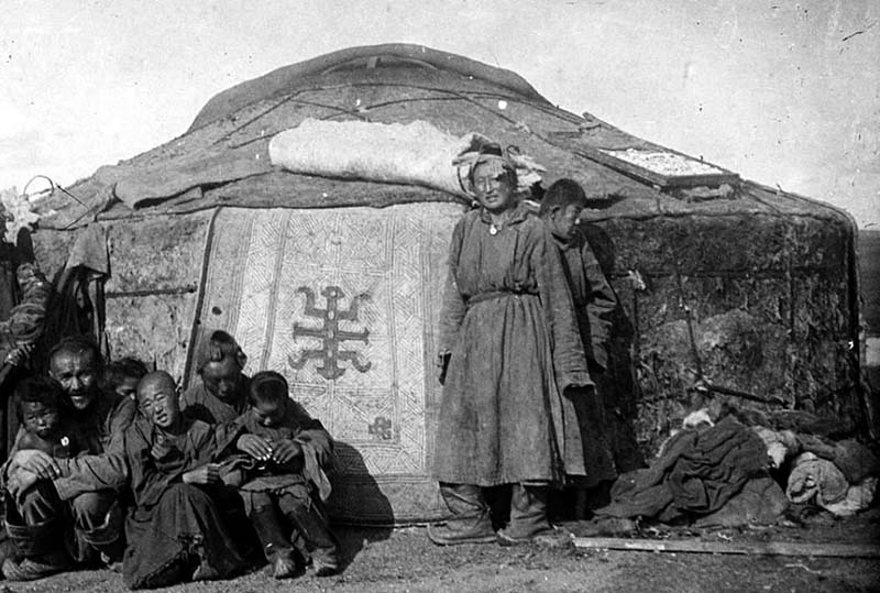 В течение всего 20 века Монголия находилась на стыке китайских и советских интересов