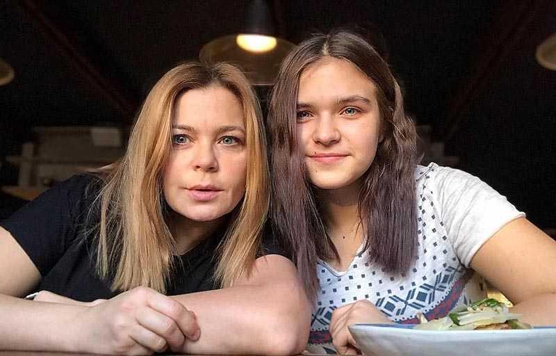 Ирина Пегова, последовав примеру Юлии Пересильд, решила уехать из шумной столицы и пересидеть изоляцию у родственников в Нижегородской области