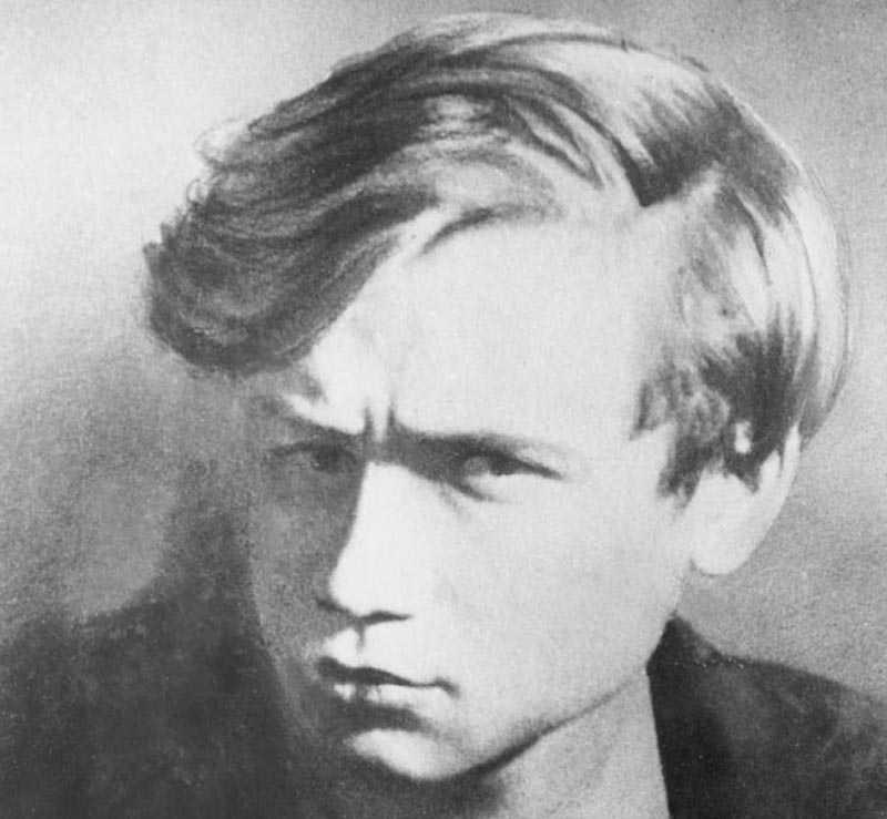 Через годы после гибели Федотова, его школьный товарищ Юрий Трифонов обратился к матери Льва с просьбой дать ему его дневники во временное пользование. Он хотел использовать записи для своей пьесы «Дом на набережной».