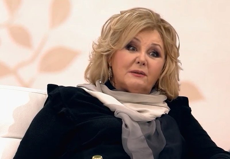 Последние годы Селезнева практически нигде не участвовала, так как у нее случился перелом шейки бедра