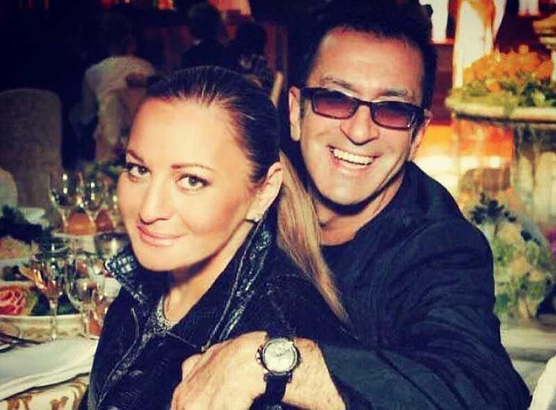 Александр женился в третий раз на своем продюсере и косметологе — Елене Гутман.
