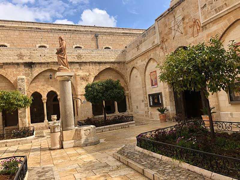 На данный момент икона с улыбающейся святой находится в Палестине, в городе Вифлееме
