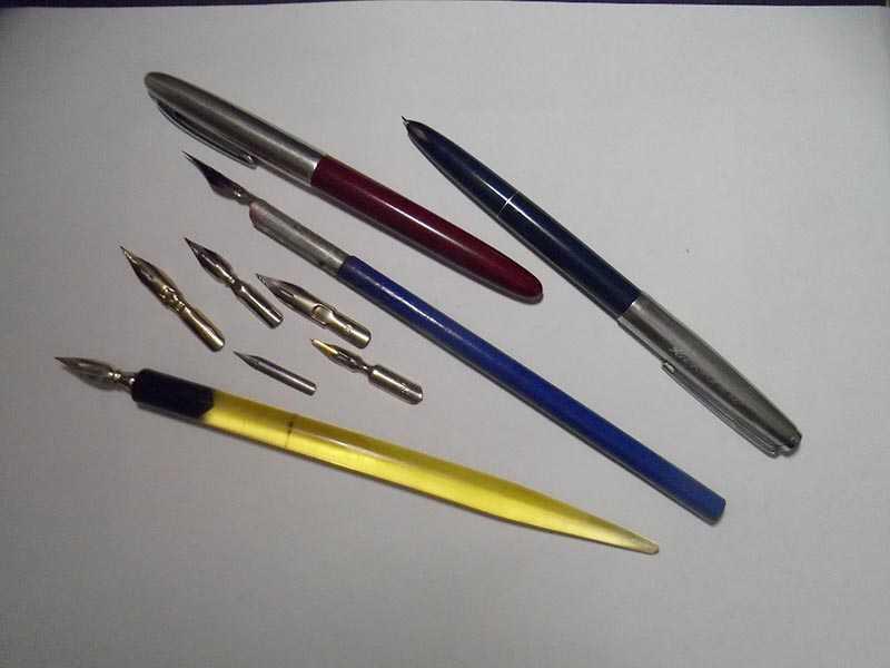 до 70-х годов во всех советских школах ученики писали только перьевой ручкой или вообще чернилами