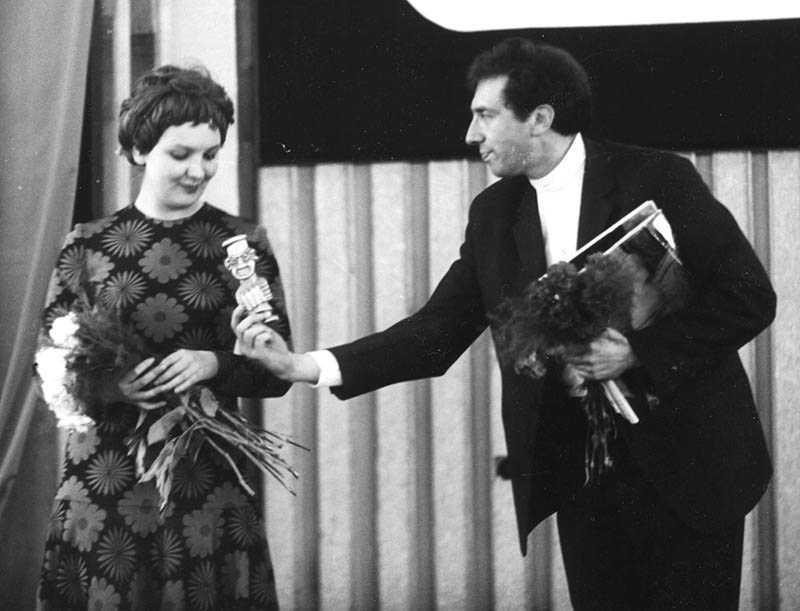 Тенякова на момент встречи с Юрским состояла в довольно благополучном браке с режиссером Додиным Львом