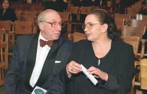 Наталья даже стала Юрской по паспорту после очередных гонений на супруга