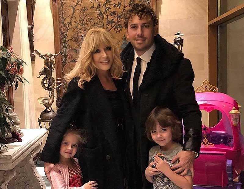 Максим и Алла официально женаты уже девять лет. Они ведут счастливую семейную жизнь и растят сына Гарри и дочку Лизу