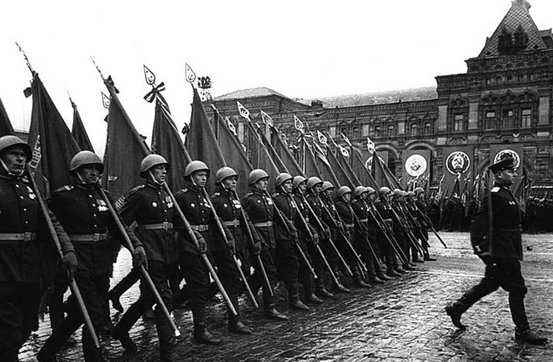 Особенности проведения парадов Победы в разные годы