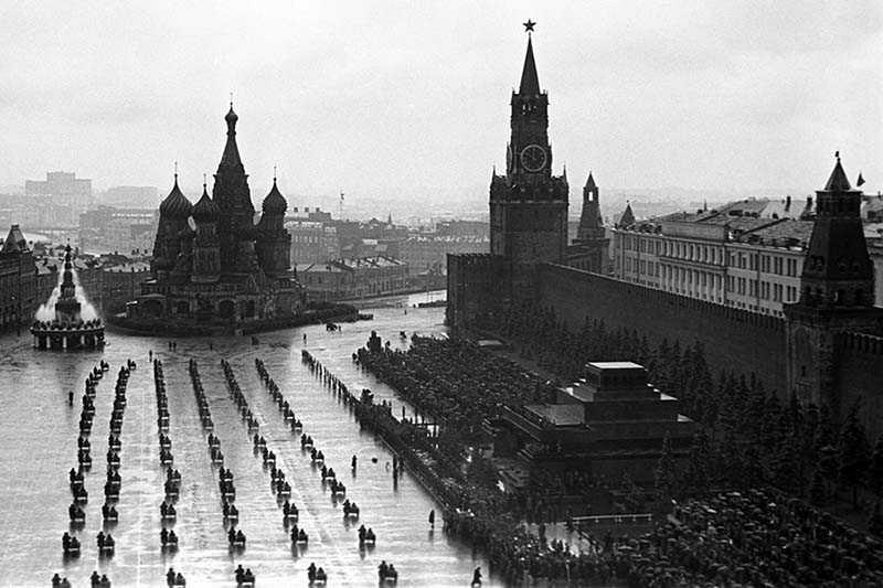 Победный парад 1945 года