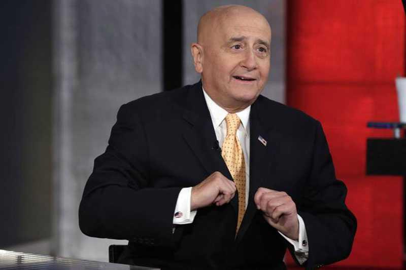 Грассо по факту занимал сразу две должности — исполнительного директора и председателя правления Нью-Йоркской фондовой биржи.