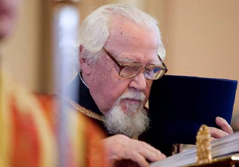 Патриарший архидиакон Андрей Мазур