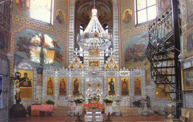 Где находится храм с единственным в мире хрустальным иконостасом