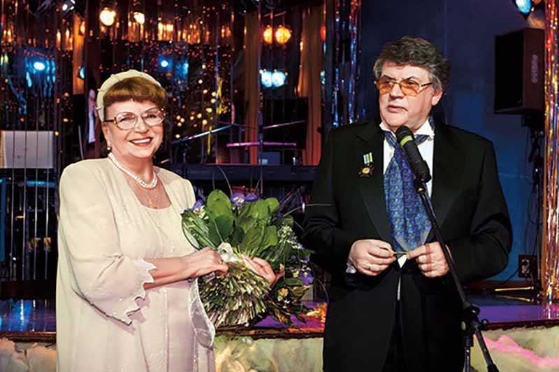 В браке у Ширвиндтов родился сын Михаил. Сегодня он известный телеведущий и продюсер. Внук Андрей преподает право в МГУ, а внучка Саша стала искусствоведом.