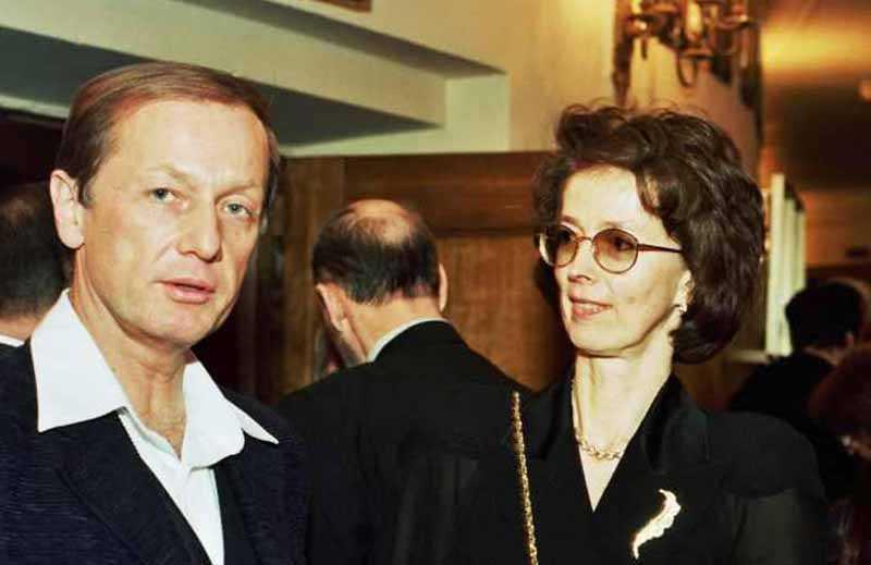 Первой супругой Михаила стала его подруга детства — Велта.