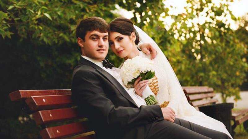 коло пяти лет назад Айдамир женился на девушке Зареме, которая уже родила своему супругу двоих детей.