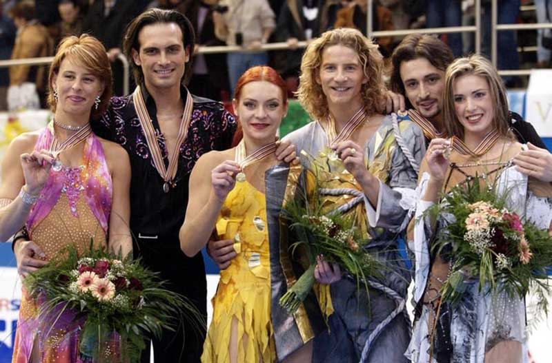 Именно в паре с Гвендалем Марина стала олимпийской чемпионкой 2002 года, после чего фигуристы завершили карьеру.