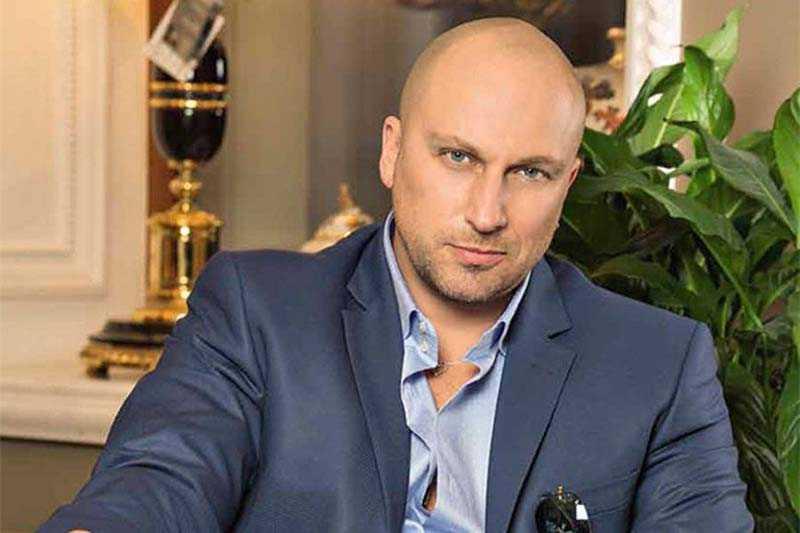 Кто из актеров России отказался от титулов народного или заслуженного артиста