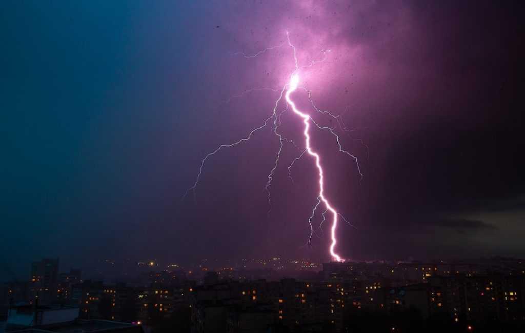 Бушевавшая во Владимирской области стихия сломала 106 деревьев и повредила 19 автомобилей