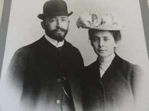 После его смерти прошло чуть более года, мать Александра все-таки решила благословить брак сына с Мамонтовой