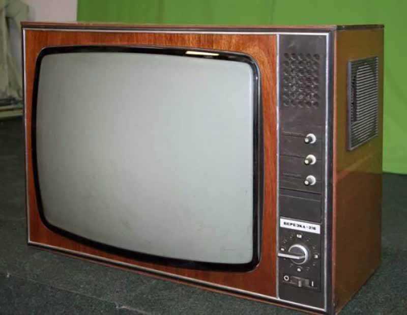 Деревянные корпуса телевизоров: почему не делали из пластика?