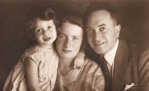 Четырнадцатилетняя девочка, имя которой Дита Краус, работала в концлагере библиотекарем.
