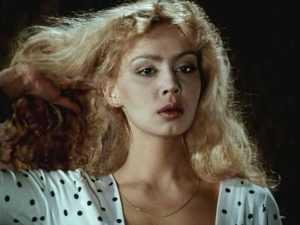 Почему с телеэкранов исчезла актриса фильма «Ночные забавы» — Александра Колкунова