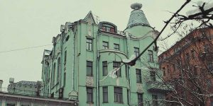 «Привет, дуралеи!» Данный фильм снимался в «доме под рюмкой», расположенном на Остоженке.