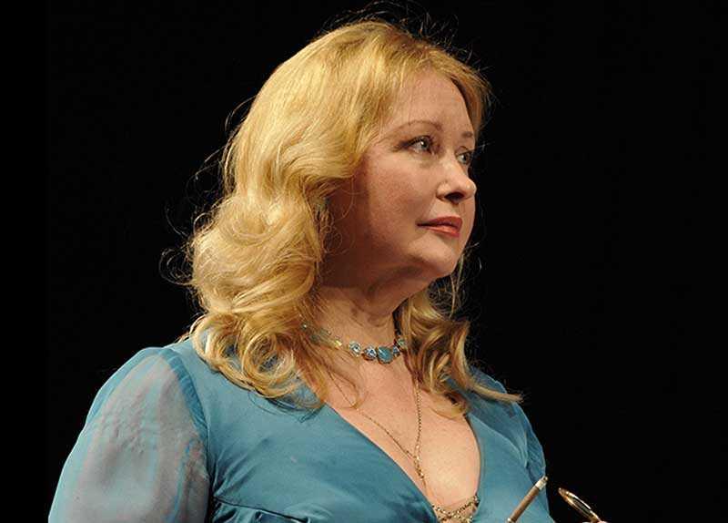 Светлана Рябова всю свою профессиональную жизнь проработала в Театре сатиры и является очень ценным кадром.