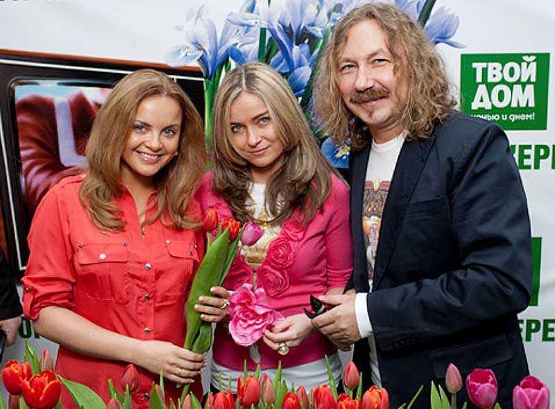 Сейчас Юлии Николаевой уже 42 года, но до сих пор она чувствует каждодневную поддержку своего отца как в моральном, так и финансовом плане.