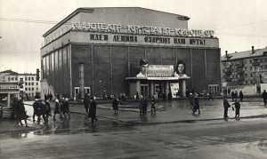 Также на эти деньги было можно впятером посетить кинотеатр или одному посмотреть спектакль в хорошем театре.
