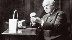 редложение Томаса Эдисона прижилось больше всего и с тех пор оно повсеместно используется в начале разговора по телефону.