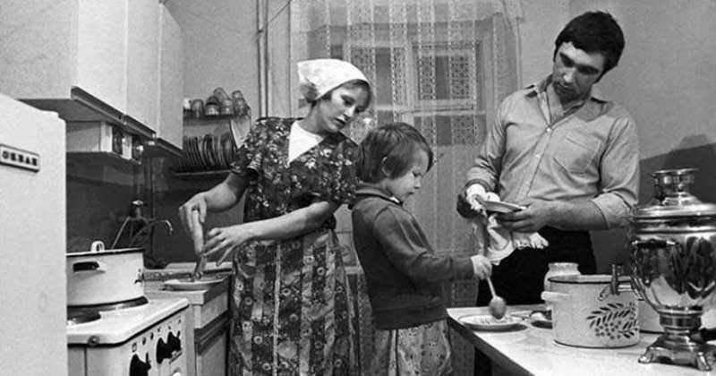 Власти СССР считали, что в стране будет широко развита система общественного питания, при которой для простого гражданина отпадет необходимость готовить еду самостоятельно.