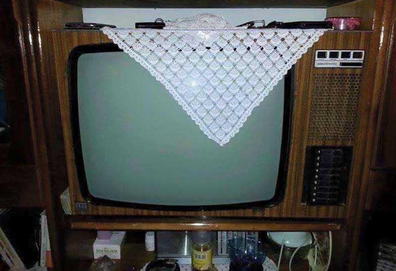 Зачем раньше клали салфетку на телевизор?
