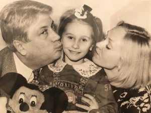 Несмотря на то что Владимир Винокур практически пропустил детство своей дочери, он невероятно любил и продолжает любить ее