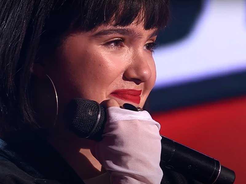 Александра исполнила песню «Пьяное солнце».