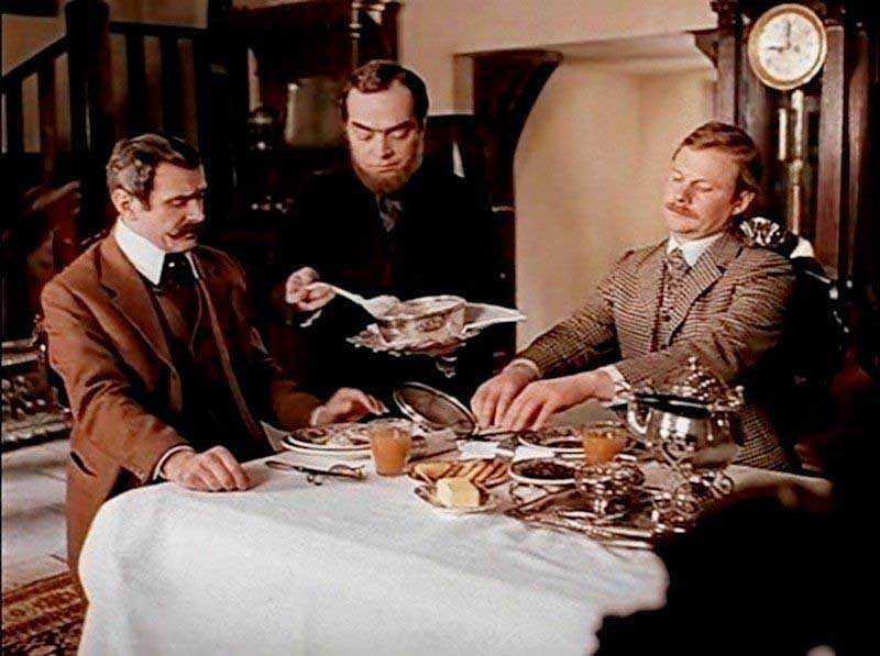 . Фраза, которую Адабашьян произносил в фильме: «Овсянка, сэр!», всю жизнь была его визитной карточкой.