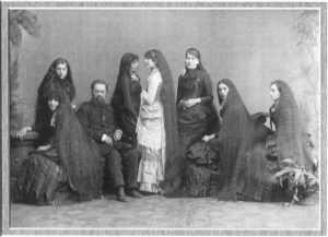 Сестры Сазерлэнд родились в малообеспеченной семье, в промежутке 1845 и 1862 годов.